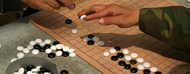 640px-Playing_weiqi_in_Shanghai