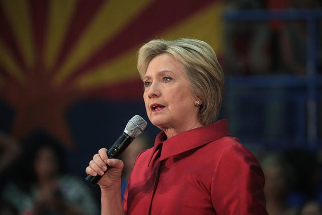 La campagna di Hillary Clinton tra spostamenti a sinistra e la sfida di Trump