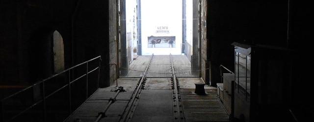 Elevatore_del_binario_21_al_Memoriale_della_Shoah_di_Milano